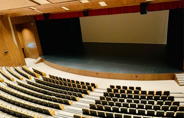 432 seat theatre